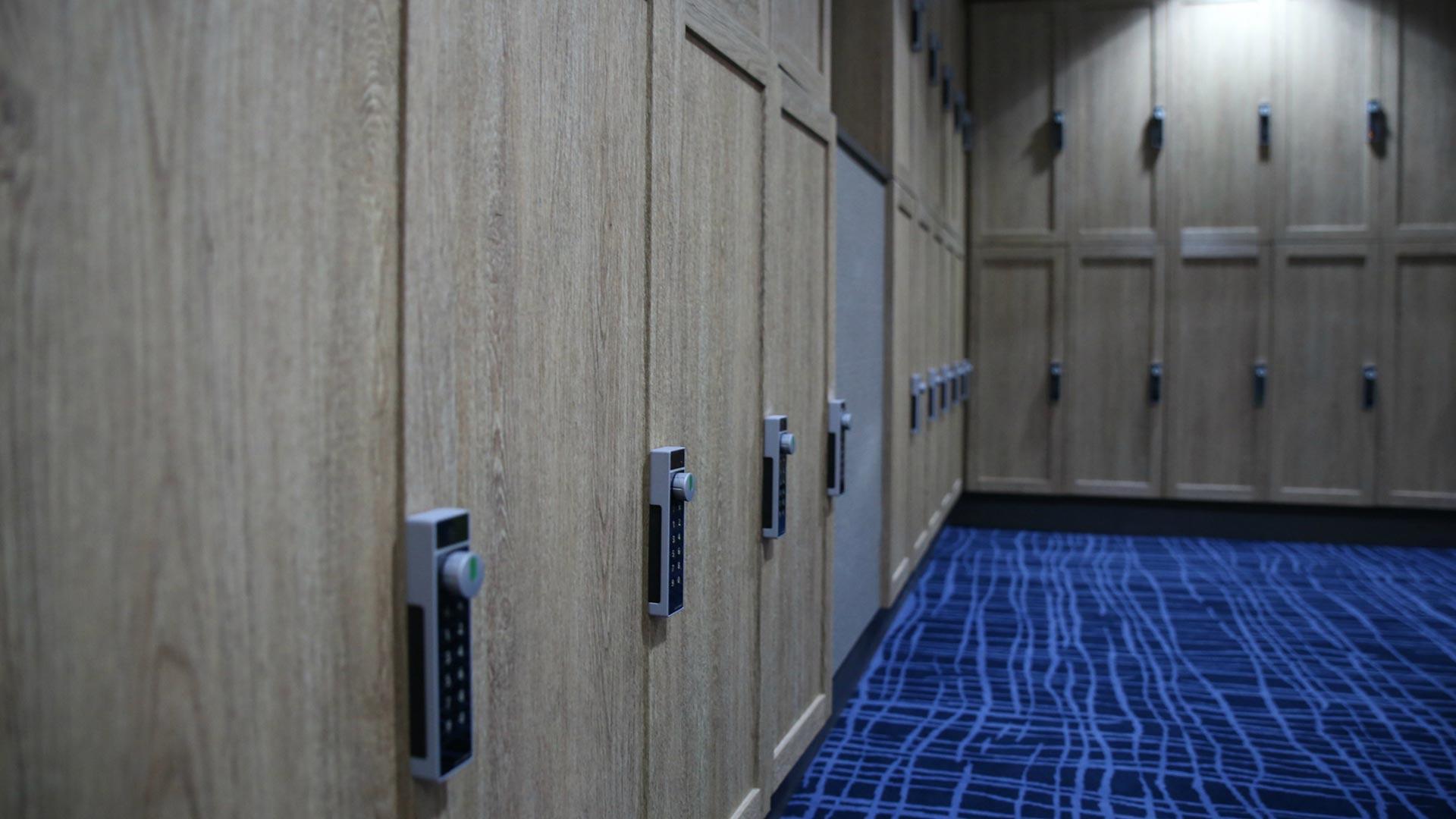 Umkleidekabine Tür-Folierung / nachher