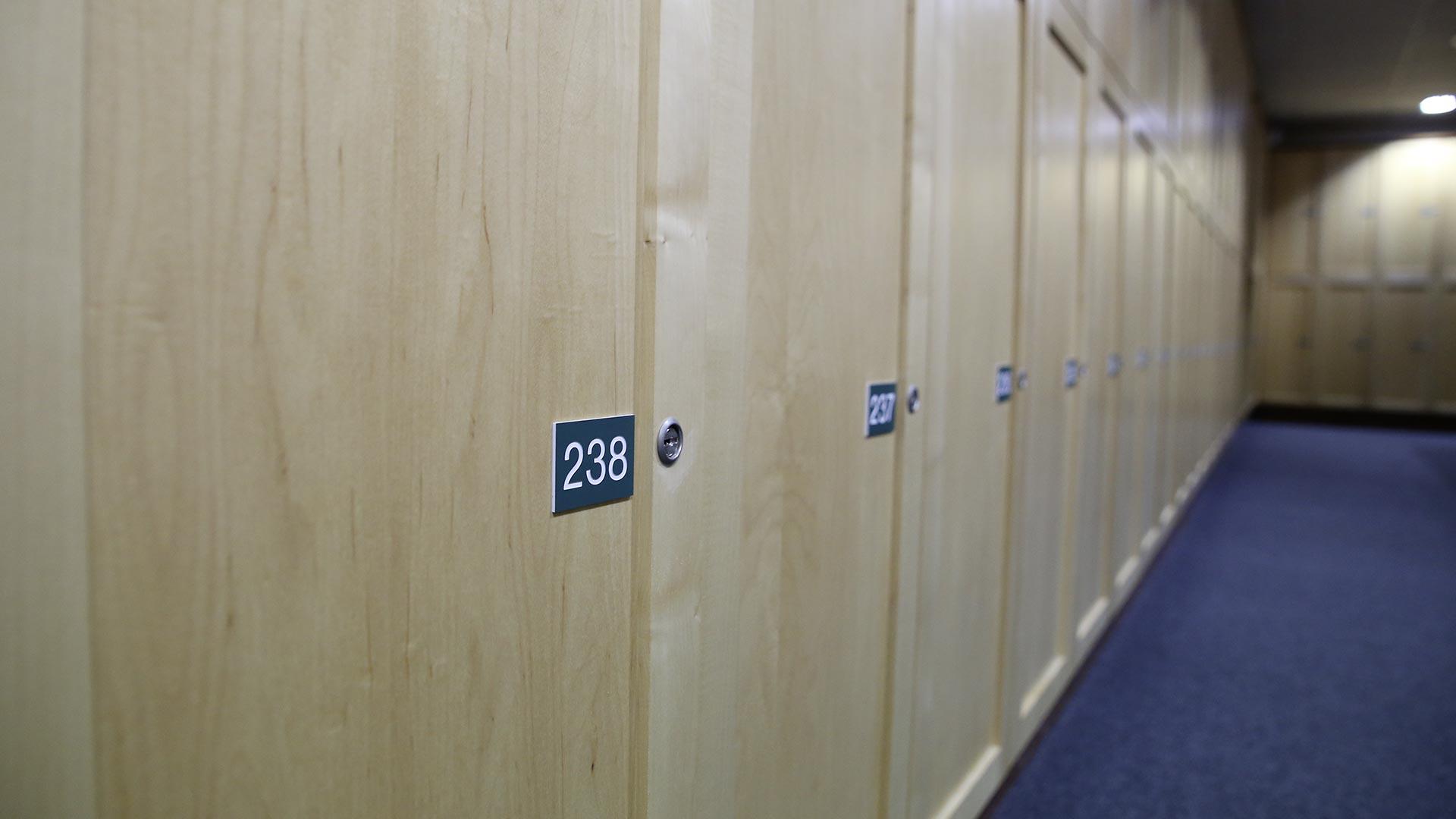 Umkleidekabine Tür-Folierung / vorher